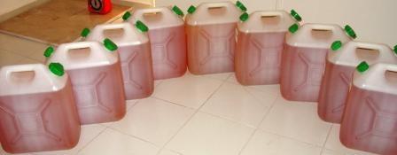 Enfin, le voila l'huile d'Argan Cosmétique, mise dans des bidons en plastique alimentaire.